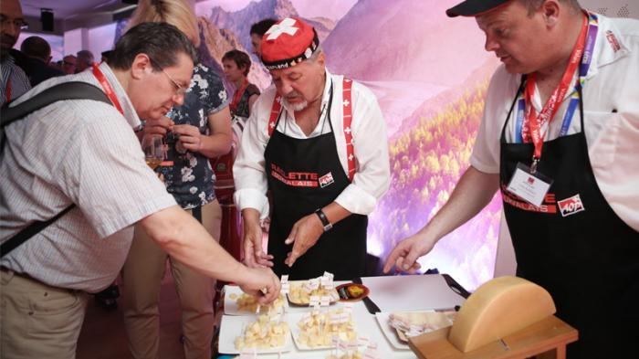 Ausgewählte Journalisten, Gastrokritiker oder Restaurateure erkundeten am Freitag und Samstag im Schweizer Pavillon die Vielfalt der Walliser Kulinarik.