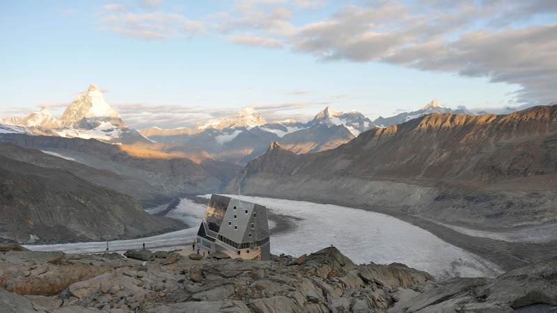 Bei der Tour Monte Rosa geniesst der Wandrer einen Blick in unterschiedliche Täler in der Schweiz und in Italien.