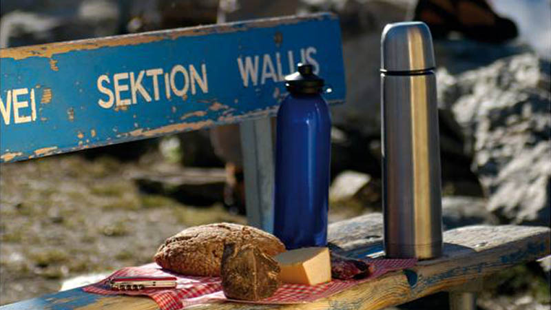 Auf dem Arigscheis geniesst der Wanderer einen herrlichen Blick ins Tal und in die Mischabelgruppe.