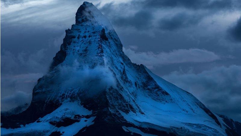 Bei einem feinen 3-Gang-Menü können die Gäste einen einzigartigen Blick auf das Matterhorn und die Route der Erstbesteiger geniessen.