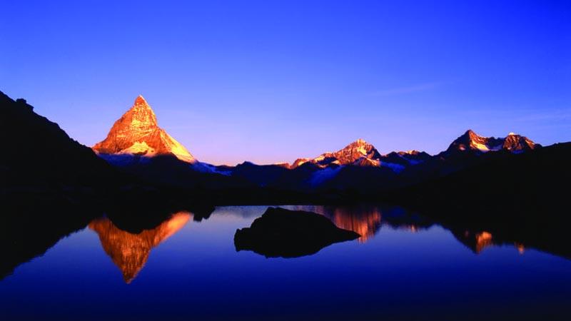 Frühmorgens oder spätabends passt es am Besten, um das perfekte Matterhornfoto im Riffelsee zu schiessen.