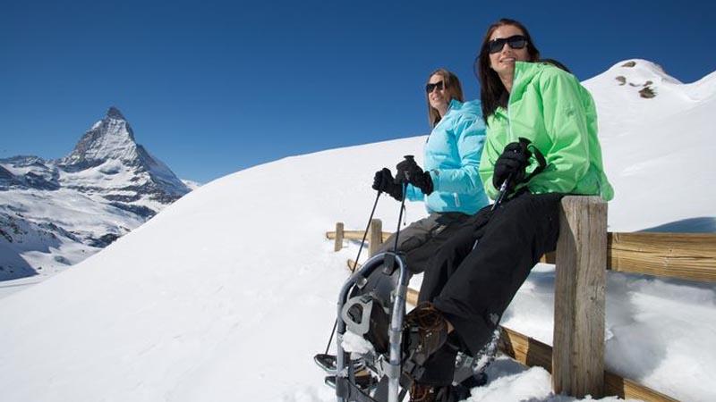 Zermatt ist im Winter nicht nur ein Paradies zum Ski- und Snowboardfahren, sondern auch zum Schneeschuhwandern.