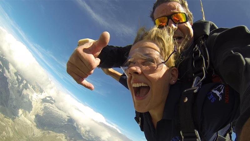 Dank Sky Dive Matterhorn konnte sich rro-Reporterin Maria Zen-Ruffinen beim Skydiven versuchen.