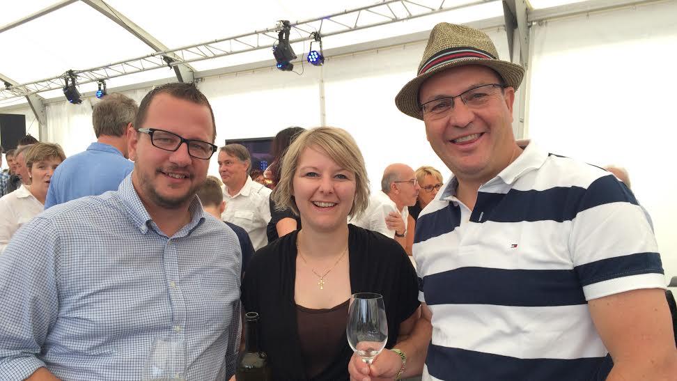Philipp Matthias Bregy (l.) und Konstantin Bumann (r.) am VIP-Apéro am Gampel Open Air.